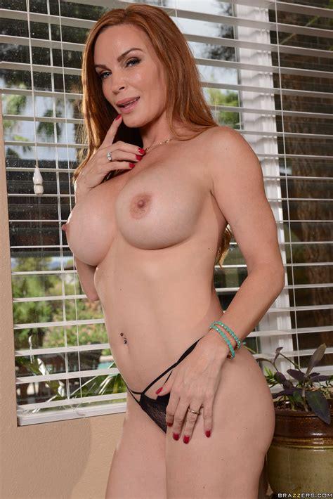 Redhead Woman With Big Tits Is Horny Photos Diamond Foxxx