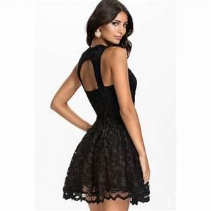 la robe a bretelles en dentelle noire sur bustiers et corsets With le clos de la robe