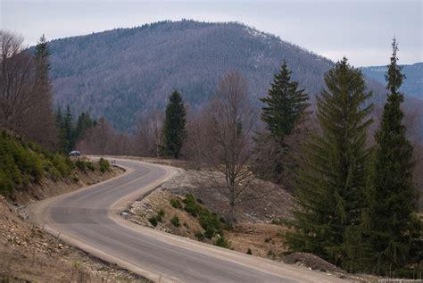 Road Curves - FREEBigPictures.com