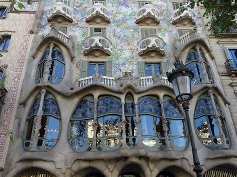 ontdek nog meer meesterwerken van gaudi  barcelona