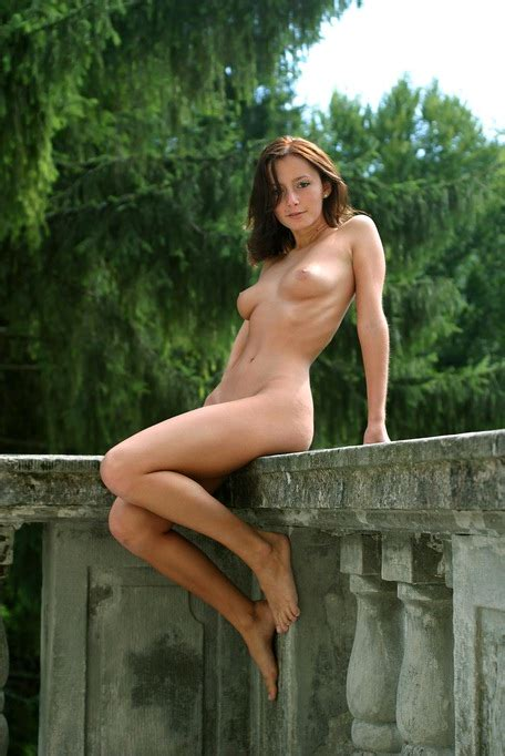 Outdoor Nude Beauty Nicol Has Great Natural Tits And A