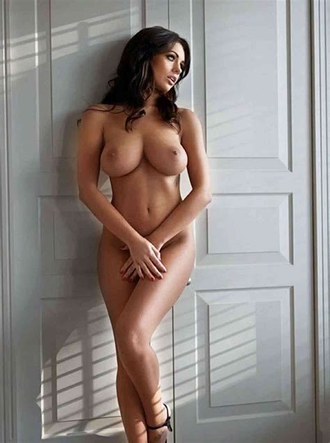 Holly Peers Nude Pictures Rating 9 67 10