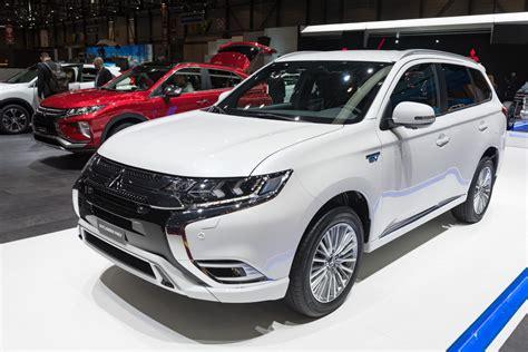 toyota outlander 2020 2019 mitsubishi outlander phev facelift front three
