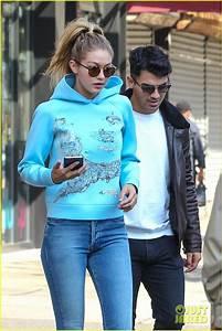 Joe Jonas Keeps A Toothbrush At Girlfriend Gigi Hadidu002639s