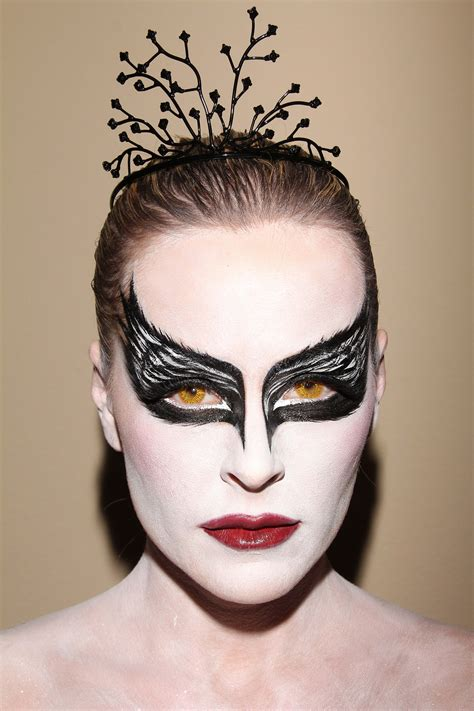 Halloween Wars Season 1 Cast by Katie Lohmann Quot Black Swan Quot Halloween Costume