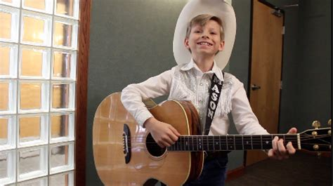 10-year-old Viral Sensation Mason Ramsey Performs Hank