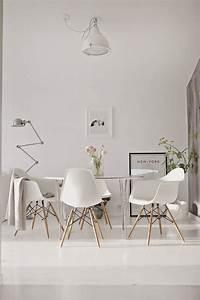 Esszimmerstühle Modernes Design : trendwelt designstuhl in wei aus kunststoff mit holzbeinen wohnen ~ Eleganceandgraceweddings.com Haus und Dekorationen