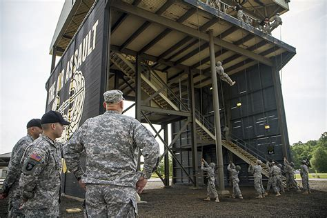 fort campbell  visit  chief  staff general