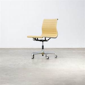 Eames Chair Kopie : charles and ray eames ea118 fauteuil for herman miller barbmama ~ Markanthonyermac.com Haus und Dekorationen