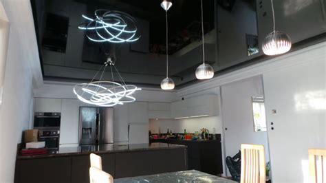 plafond noir brillant