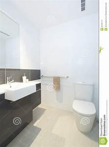 petite salle de bains moderne image stock image du With petit salle de bain moderne
