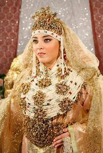 morocco beautiful arabian women on het wedding day With robe pour mariage cette combinaison parure or blanc