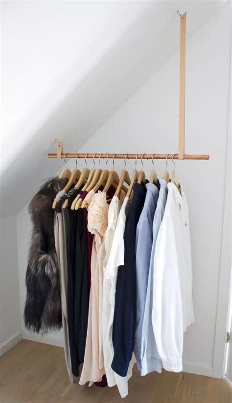 kledingrek schuine wand meer dan 1000 idee 235 n over kledingrekken op pinterest