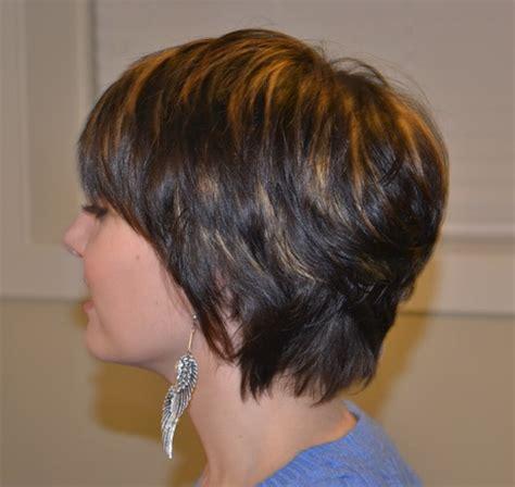coupe de cheveux carre court plongeant