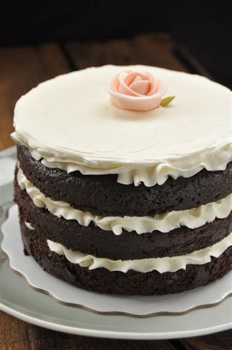 miettes tomboy cake  spoon  measure sweet cake