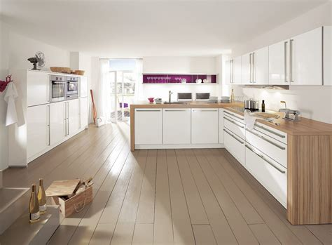 cuisine blanche en bois plan de travail bois