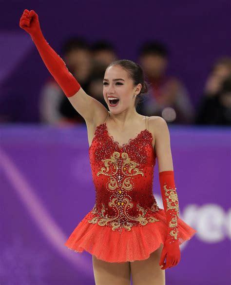 russian zagitova defeats teammate medvedeva  figure