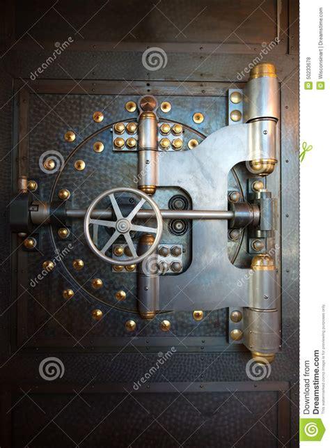 louer un coffre a la banque coffre fort de porte de chambre forte de banque de vintage photo stock image 50233678