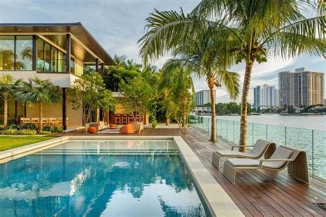 How To Create Luxe Backyard Retreat by Floating Eaves Residence Affluent Contemporary Paradise