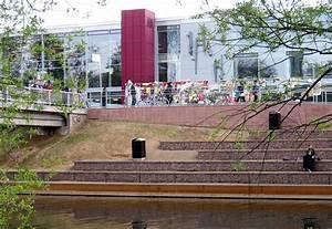 Uni Mensa Kassel : file uni mensa lahnterrasse wikimedia commons ~ Markanthonyermac.com Haus und Dekorationen