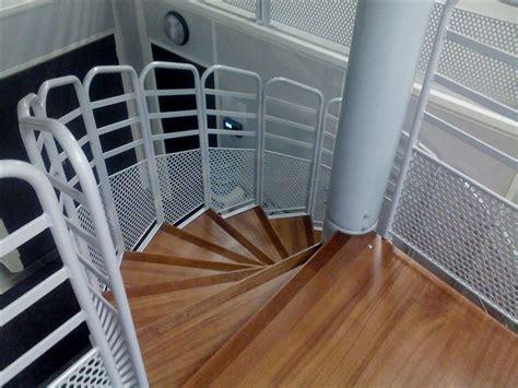 des bureaux en bois escalier hélicoidal ou en colimaçon pour l 39 industrie