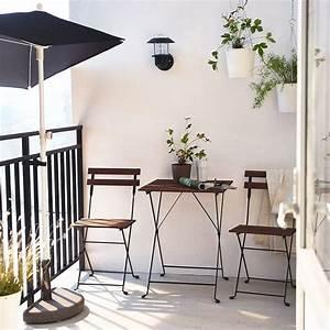 Table De Balcon Ikea : balcon avec parasol et table et chaises pliantes petits balcons pinterest chaises pliantes ~ Teatrodelosmanantiales.com Idées de Décoration