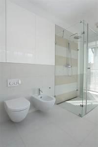 Dusche Neben Toilette : toilette bidet dusche stockfoto bild von architektur 26910462 ~ Markanthonyermac.com Haus und Dekorationen