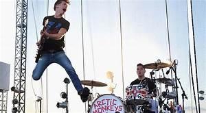 Arctic Monkeys vient de confirmer qu'il travaillait sur un ...