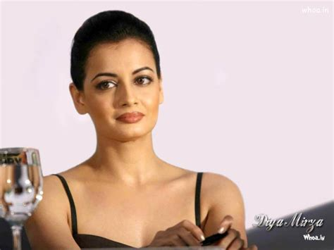 beautiful diya mirza close  face wallpaper