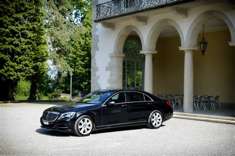Limousine Airport Transfers by Limousine Airport Transfer