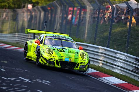 Manthey-Racing wins 24-hour race - JZM Porsche