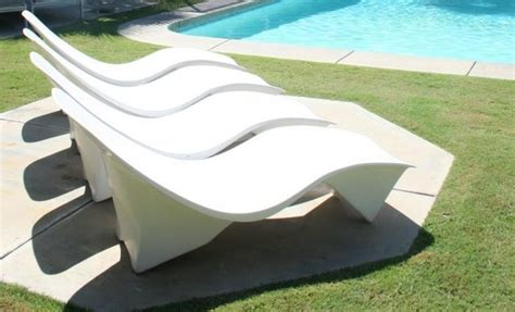 60 s arcitectural sunlounger in white fiberglass