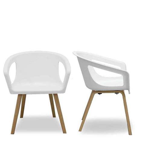chaise blanche et bois chaise coque blanche et bois design shelwood la chaise
