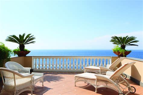terrazza vista mare hotel a picco sul mare in penisola sorrentina hotel
