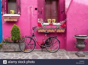 Haus Mit Dem Rosa Sofa : colourful stockfotos colourful bilder alamy ~ Lizthompson.info Haus und Dekorationen