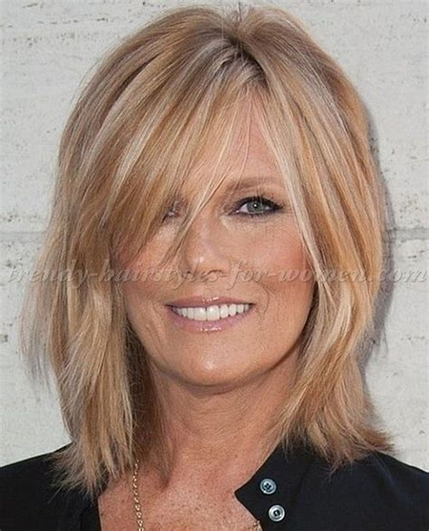 Cool Shoulder Length Hairstyles For Women Over 50 15