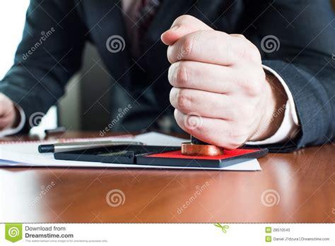 commis de bureau le notaire font certifier devant notaire le testament