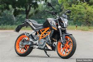 two story home review 2016 ktm duke 250 and rc250 handling and looks at an entry level price image