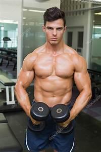 Image Homme Musclé : homme muscl torse nu flexion des muscles avec des halt res dans la salle de gym photographie ~ Medecine-chirurgie-esthetiques.com Avis de Voitures
