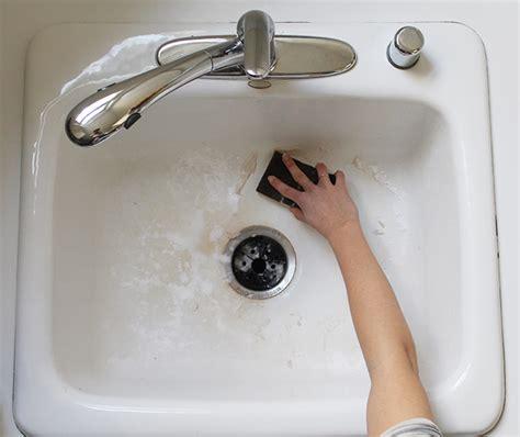 clean  kitchen sink   minutes  clean bee