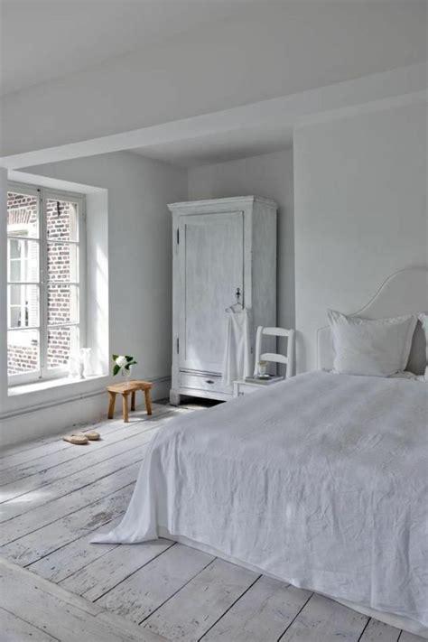 chambre a coucher blanc le parquet blanc une tendance déco archzine fr chambres à coucher blanches décor