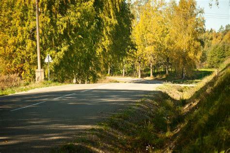 Karstā laikā uz nokalpojušajiem asfalta segumiem var rasties izsvīdumi; aicinām informēt LVC ...