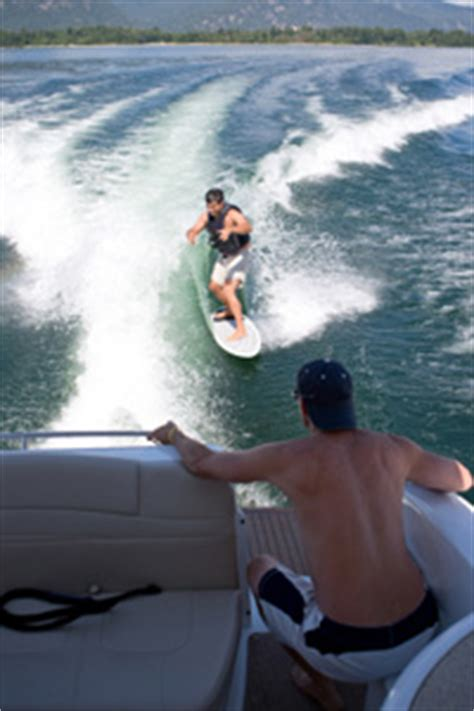 How A Wake Boat Works by How Wakesurfing Works Howstuffworks