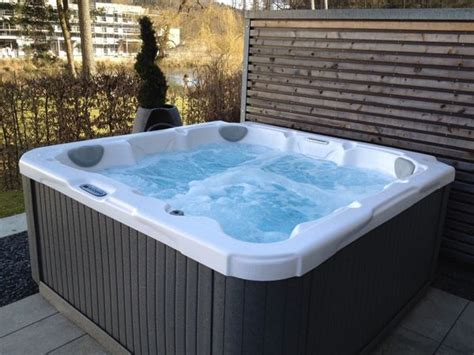 Whirlpool Dimension One Spa  Hot Tube Modell Dream In
