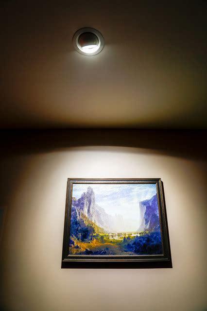 LED Aimable Ceiling Spot Light to Highlight Artwork
