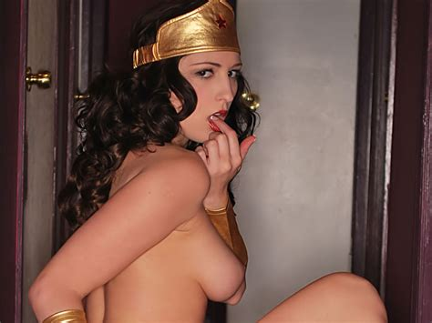Wonder Woman Shows Her Tits Xbabe Video