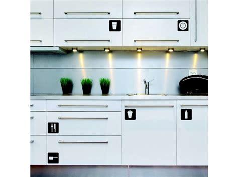 stickers placard cuisine cuisine 12 astuces pour relooker facilement vos placards