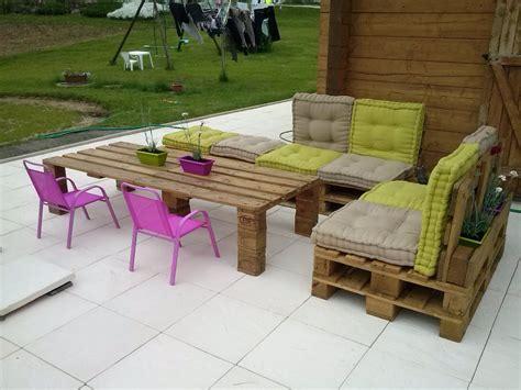 Comment avoir un salon de jardin en palettes ? - Top Astuces