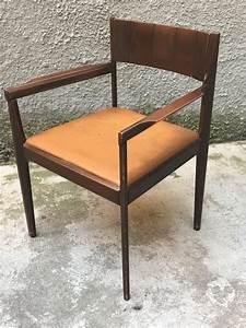 Schreibtisch Mit Stuhl : kleiner italienischer vintage schreibtisch mit stuhl bei ~ A.2002-acura-tl-radio.info Haus und Dekorationen