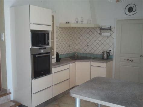 cr馥r un ilot de cuisine habiller une hotte de cuisine maison design bahbe com